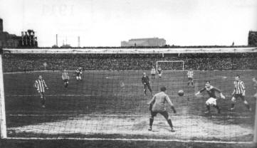 FA Cup Final 1911: Bradford City's winning replay goal scored by J H Speirs